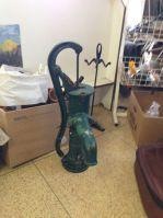 Stará ruční pumpa na vodu Opava | Prodej vodní pumpy na vodu Ostrava | ruční vodní pumpa na zahradu Olomouc