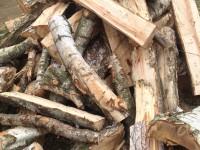 Palivové dřevo Kravaře, dřevo na topení Kravaře, štípané dřevo Kravaře.