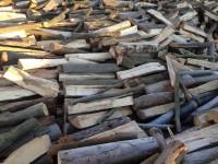 Palivové dřevo Třebom, dřevo na topení Třebom, štípané dřevo Třebom.