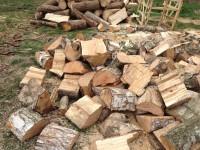 Palivové dřevo :  Komárov, dřevo na topení Komárov, štípané dřevo Komárov
