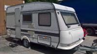 Karavan HOBBY 420 - čtyři lůžka, váha 1050kg