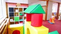 Postýlky, hračky, nádobí i nábytek do školy či jeslí